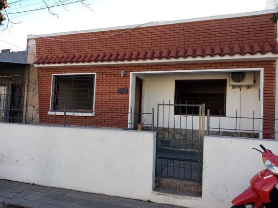 Casa En Pleno Centro De Durazno,acepta Banco.