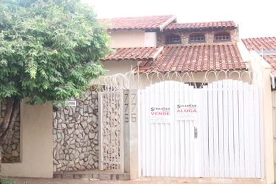 Casa Residencial 4 Dormitórios - 4 Banheiros - 330m²