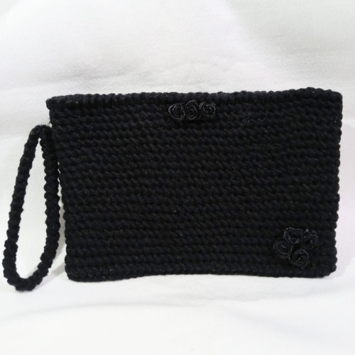 Clutch Em Crochê Preto Com Detalhes De Rosas