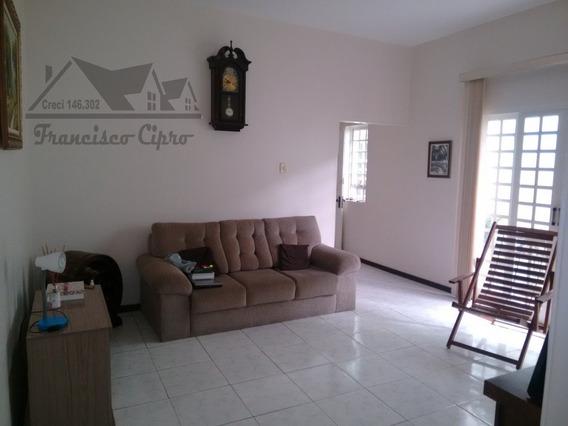 Casa A Venda No Bairro Centro Em Lorena - Sp. - Cs214-1