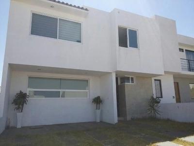 Casa En Renta De 2 Plantas En San Isidro Juriquilla T. 150 M2, C. 140 M2