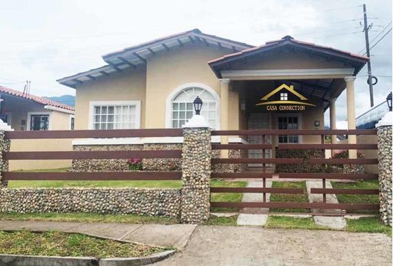 Casa En Venta Acogedora Y Cercada En Alto Boquete