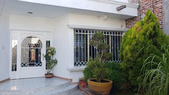 Casa En Venta En Santa Barbara, Corregidora, Rah-mx-20-3798
