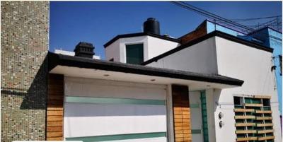 Casa, Amplia Y Buena Ubicación.