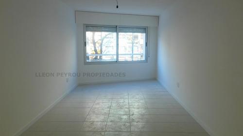 Apartamento 2 Dormitorios, Patio, Garaje Opcional. Aguada