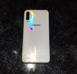 Samsung A50 Con 64 Gb Y 4 De Ram Color Blanco Esmeraldauenas