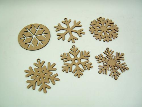 Imagen 1 de 8 de Copos De Nieve Decorativos Mdf Para Árbol Navideño 25 Piezas
