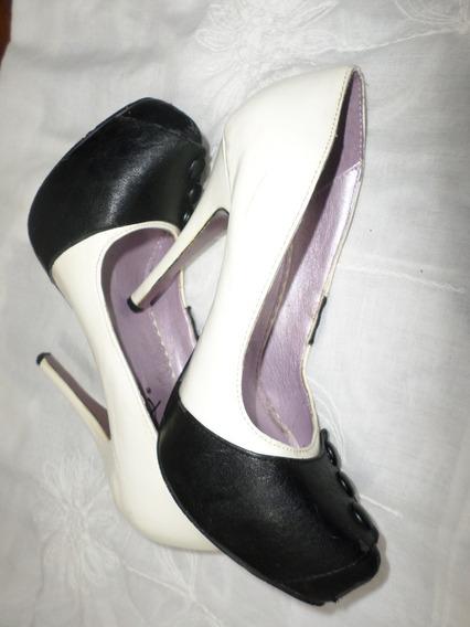 Zapatos Tacon 11cm Excentricos Blanco Negro # 4 Pie Delgado Muy Utiles Para Usar Como Porta Controles De Tv Ó Floreros