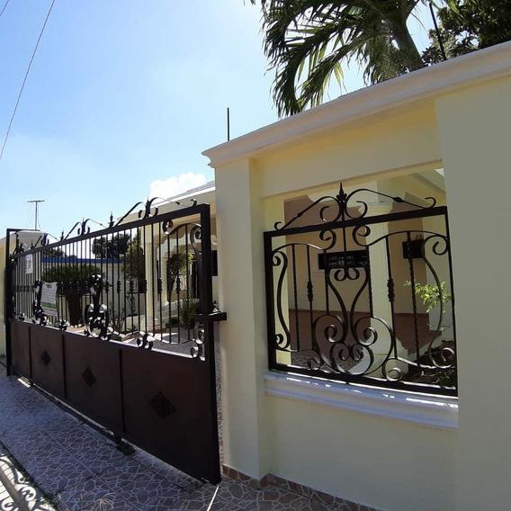 Casa De 4 Habitaciones En La Zona Sur Santiago