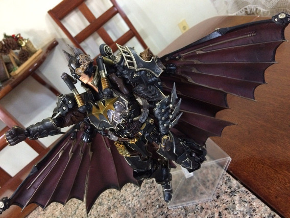 Figura Ação Batman Play Arts Kai Dc Comics 27cm Square Enix