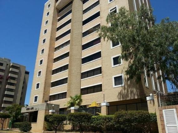 Apartamento En Venta. La Lago. Mls 20-7174.
