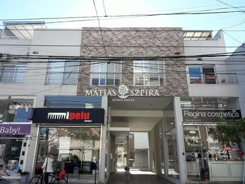 Inmejorable Ubicacion En Centro De  Castelar .