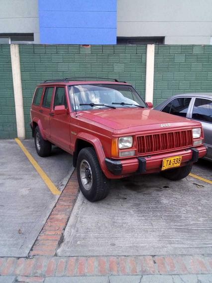 Hermosa Camioneta Cherokee Roja
