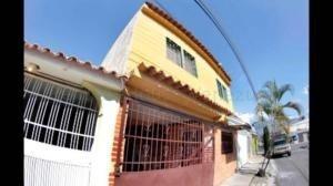 Casa En Venta Monteserino San Diego Carabobo 20-14177 Yala