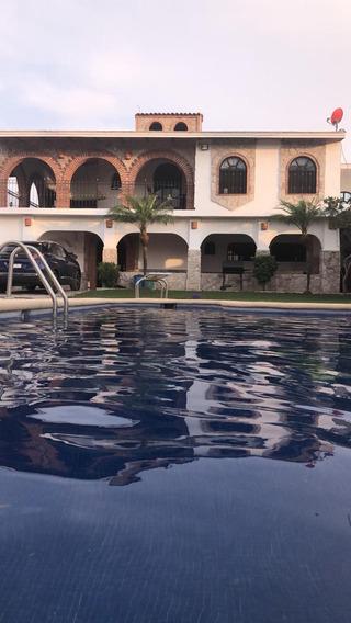 Casa De 5 Recámaras, 4 Baños Y Alberca ¡100% Remodelada!