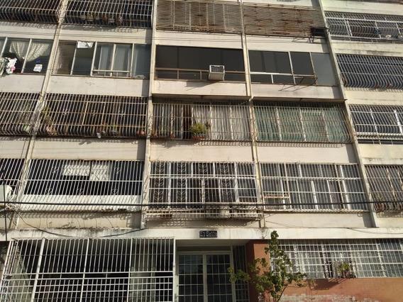 Apartamento En La Avenida Bolivar