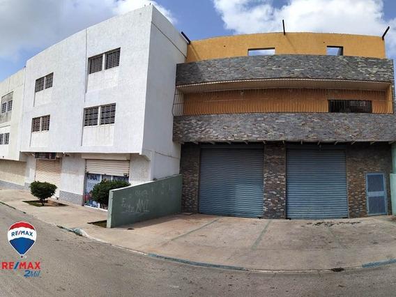 Edificio Y Dos Locales Tipo Galpon En Zona Residencial