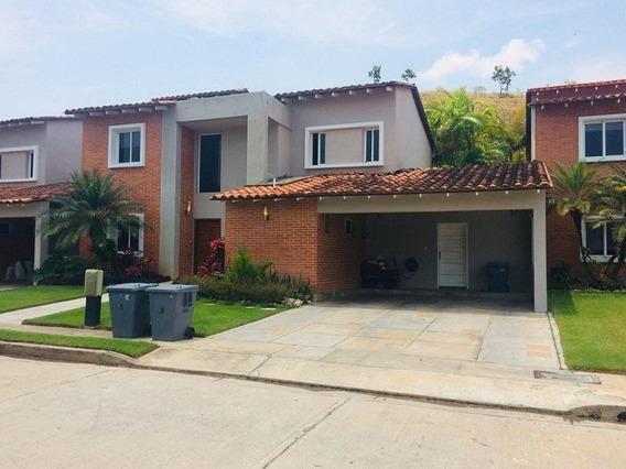 Casa En Venta En Lomas Del Country, Guataparo Atc-424