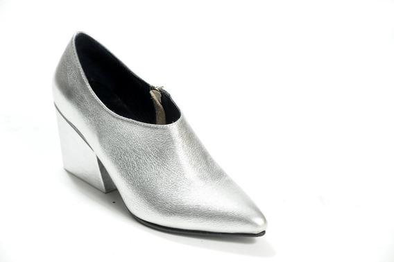 Zapato Mujer Botineta En Punta Natacha Cuero Plata #1381