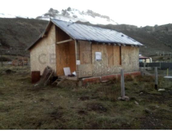 Cabaña Sin Terminar En Barrio En Pleno Desarrollo