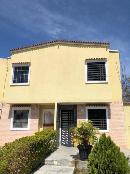 Nestor Moreno Vende Town House En Tierra Clara