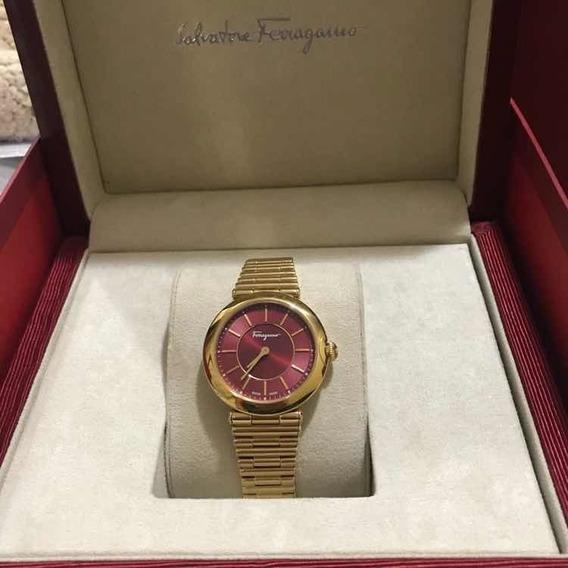 Reloj Para Dama Salvatore Ferragamo Style Rojo Con Dorado.