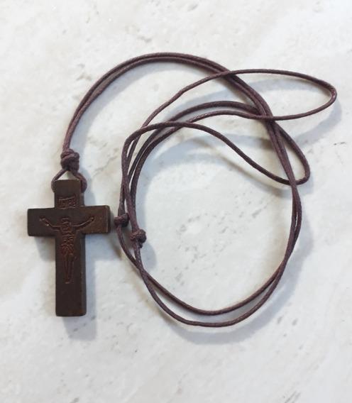 Cordão Com Crucifixo Em Madeira Rústico