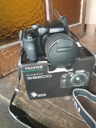 Câmera Fujifilm Finepix S8200 Semi Profissional
