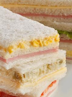 Sandwiches De Miga Triples Por 50 Unidades.... 9x6.5
