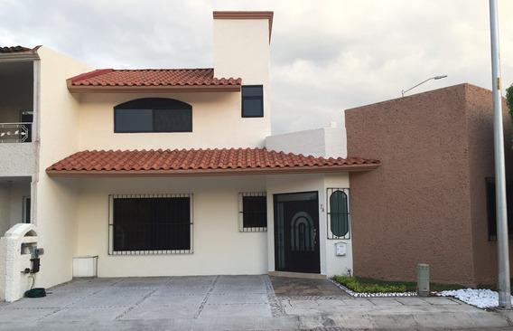 Casa Totalmente Remodelada En Fraccionamiento Pueblo Nuevo,