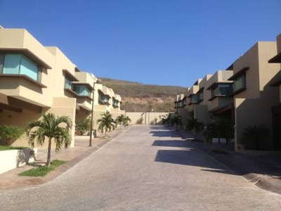 Casa En Renta En Residencial Privanzza, Zona Laguitos En Tuxtla Gutiérrez