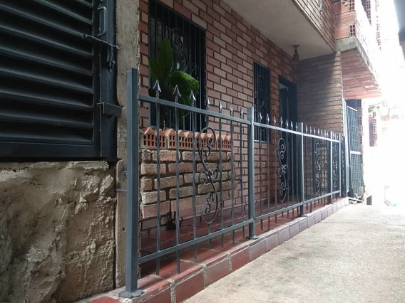 Dos Casas De Tres Pisos En Gallardin, Tachira, Venezuela
