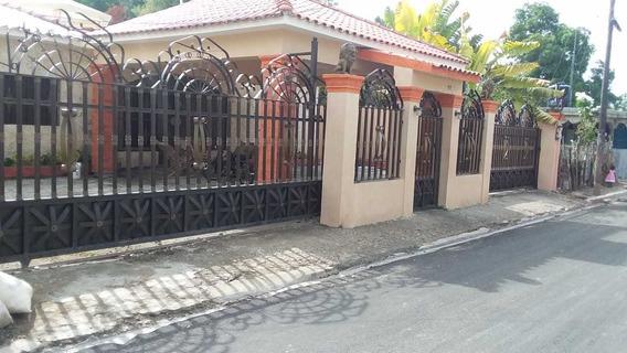 Casa De 4 Habt., 5 Baños Y Principal Con Jacuzzi Y Cabina