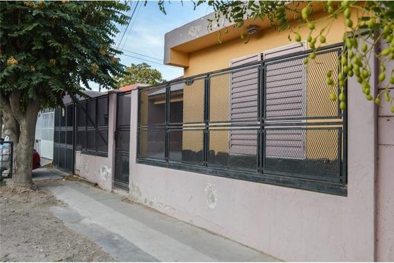 Casa 3 Dormitorios Con 2 Monoambientes
