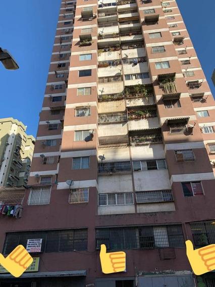 Alquiler O Venta Mezzanina En La Candelaria/ Vm 04242510419