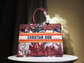 Bolsa Cristhian Dior Book Tote Bordada.