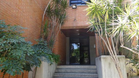 Apartamento En Venta La Castellana Código 19-17274