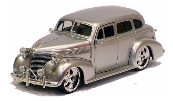 Miniatura Chevy Master Deluxe 1939 Custom Prata 1/24