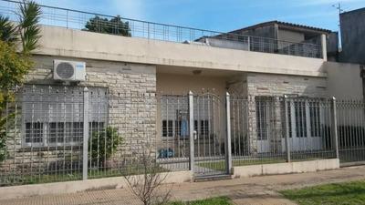 Casa De 4 Amb, Excelente Ubicacion. Apto Crédito. Villa Tesei.