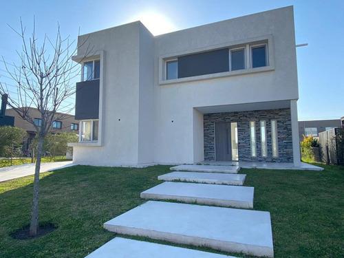 Hermosa Casa Moderna Y Funcional