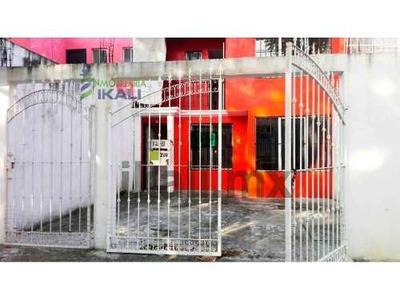 Venta De Casa Col Bella Vista En Poza Rica Ver 2 Recs, Se Encuentra Ubicada En La Calle Maria De Los Ángeles # 12 B De La Colonia Bella Vista, Cuenta Con 200 M² De Terreno, 2 Pisos, En La Planta Baja
