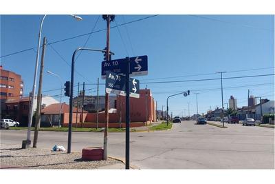 Importante Propiedad Sobre Avenidas 75 Y Av. 10