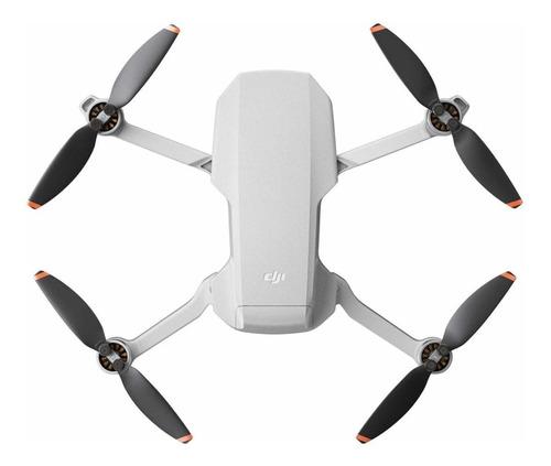 Imagen 1 de 2 de Mini drone DJI Mavic Mini 2 Fly More Combo con cámara 4K light gray
