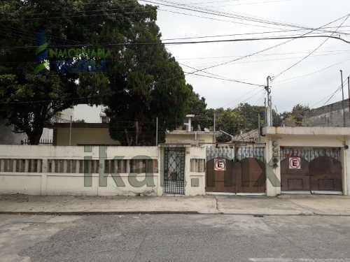 Venta Casa Con 4 Departamentos Cazones Poza Rica Veracruz. Ubicados A Una Cuadra De La Av. 20 De Noviembre, Excelente Ubicación Con Una Superficie Total De 600 M De Terreno². La Casa Principal Tiene