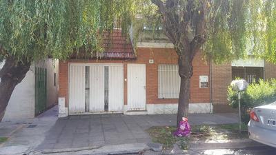 Casa En Ph Al Frente Muy Bien Ubicada En El Palomar De 3 Ambientes Ademas Patio Y Terraza Propia !!! F: 7422