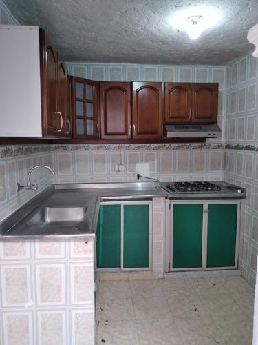 Apartamento Con 3 Habitaciones Con Clóset Y  Apartaestudio,