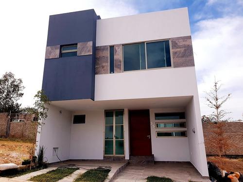Imagen 1 de 14 de Casa En Capital Norte Coto Cerezos Con Roof Garden