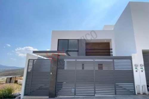 Venta De Hermosa Casa En El Fraccionamiento Villa Magna Con Un Diseño Arquitectónico Moderno