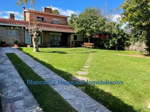 Se Vende Casa De 3 Dormitorios Y Piscina En Carrasco Norte