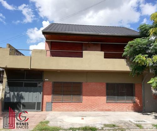 Casa Para Dos Familias En Ituzaingo Norte. Excelente Barrio